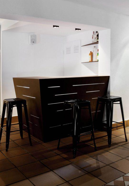 314BCN_Piscina-Sotano-Sitges-barra-exterior-noche