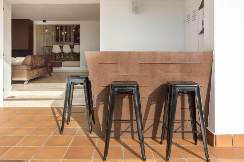 314BCN_Piscina-Sotano-Sitges-barra-taburetes