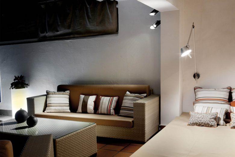 314BCN_Piscina-Sotano-Sitges-cama-relax-exterior