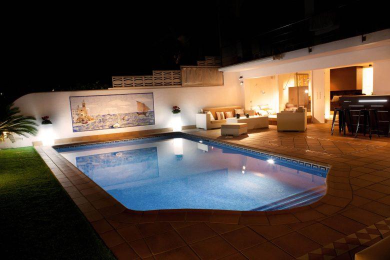 314BCN_Piscina-Sotano-Sitges-exterior-noche