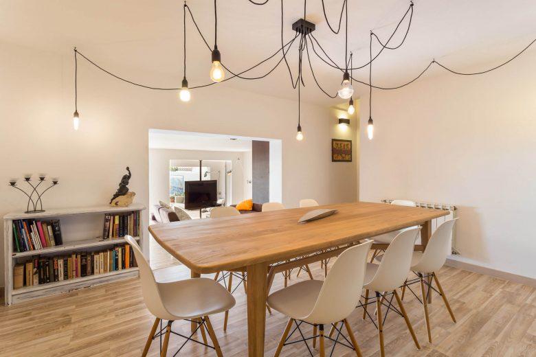 314BCN_Piscina-Sotano-Sitges-mesa-madera-comedor