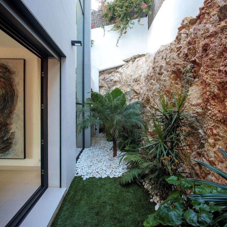jardín interior roca vista