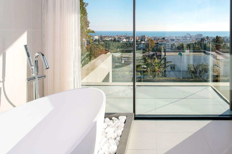 bañera con vistas