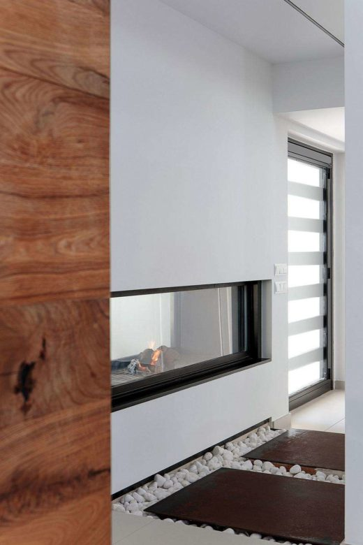 chimenea doble ventana escalera y salon